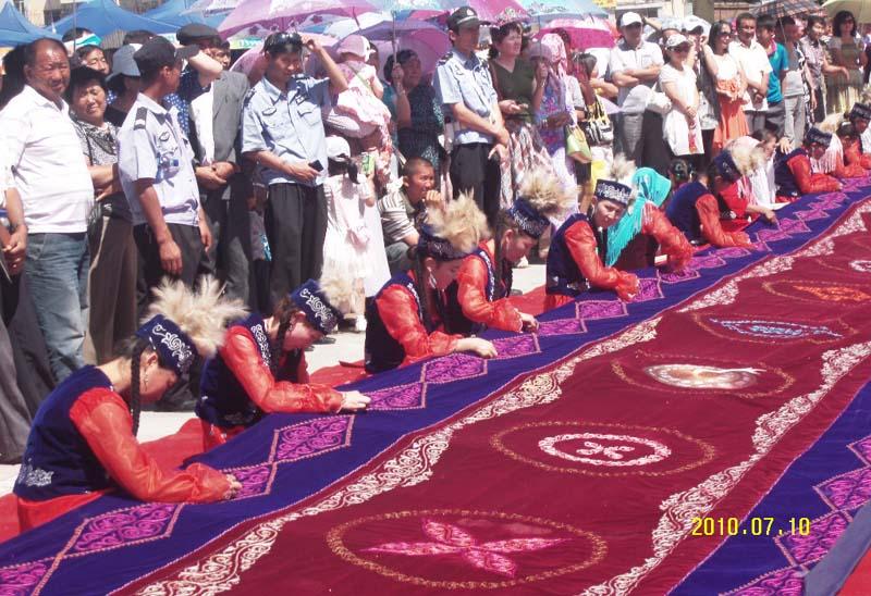 面积最大的哈萨克族刺绣作品